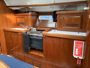 Beneteau Oceanis 393 - Galley