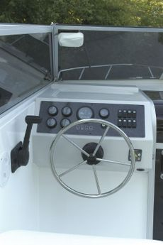 Sheerline 820 Sedan Helm