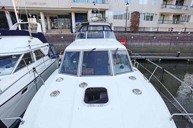 Broom 33 power cruiser at Chelsea Harbour