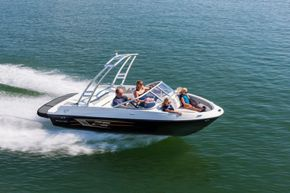 Bayliner VR5 with Wake Tower