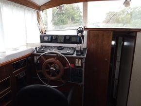 Port side steering