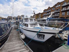 Stevens 1040 with London mooring - Exterior