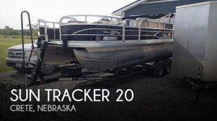 2016 Sun Tracker 20 DLX Fishing Barge