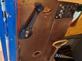 Throttle lever and gear handle