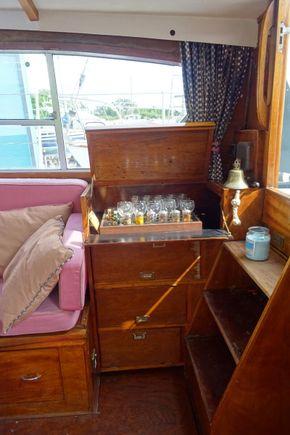 Main cabin: starboard