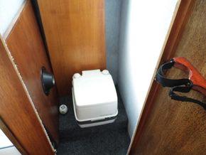 Forward Cabin - Head/cupboard