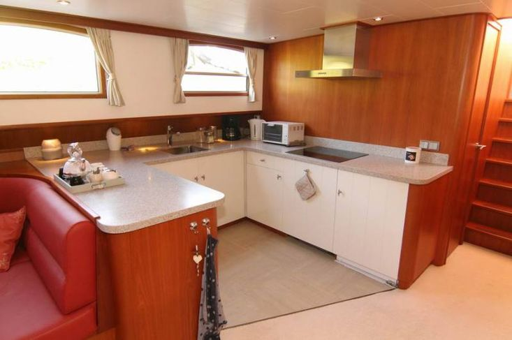 luxe motor, excellent live aboard, traveling to...?
