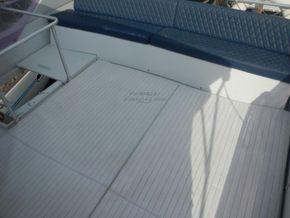 Ferretti 52S Flybridge. Aft separate crew cabin - Flybridge