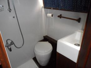 Aft Cabin Heads With Shower