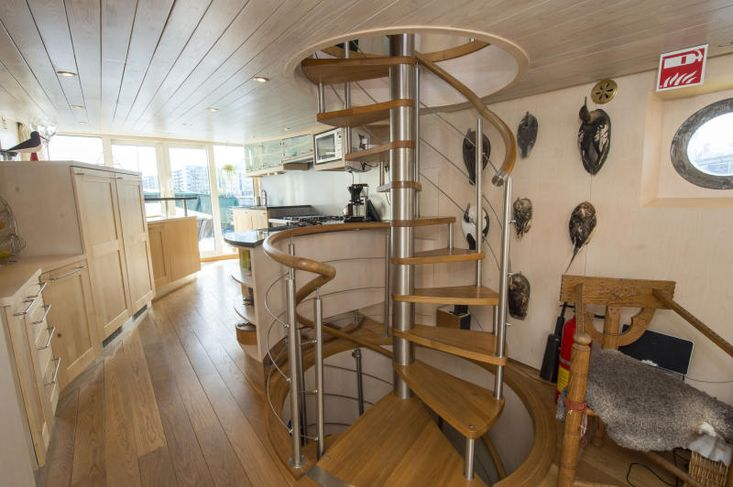 Exclusive SPA and restaurant / houseboat Petter Gedda.