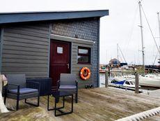 Stunning 3 bedroom houseboat bacart barge