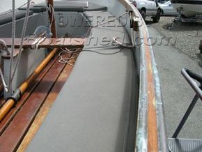 Falmouth Bass Boat 16 Deluxe  - Side Deck
