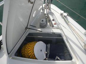 Ferretti 52S Flybridge. Aft separate crew cabin - Anchor Locker