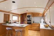 Stunning widebeam barge, EN9