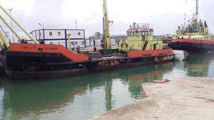 Self Propelled crane barge