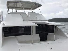 Flybridge and Forward Cockpit Arrangement