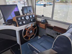 Hardy Fishing 24 - Extended Wheelhouse Recent engine - Helm