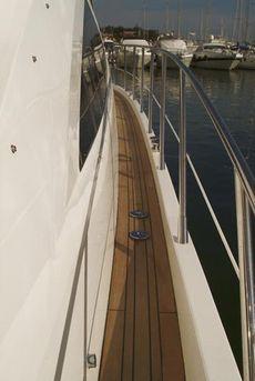 Sealine T50 Starboard Side Deck