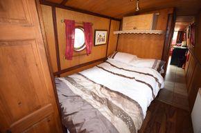 Bedroom (forward)