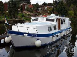 Luxury live aboard cruiser