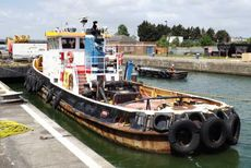 1,220 bhp SINGLE SCREW TUG with bow Thruster