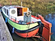 Lady Louise Dutch Tjalk with offer of a mooring at Roydon Marina