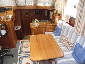 Linssen 38 SC  - Saloon Table