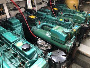 Sealine 365 Sportsbridge Triple Engine (Limited Edition) - Engine