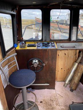 Wheelhouse with controls