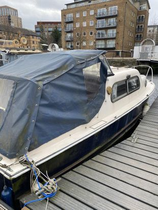 Rare residential London mooring zone 2