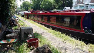 65' Narrow Boat on London Mooring
