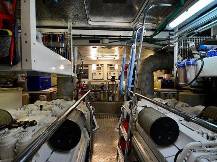 2011 Sunseeker Flybridge Motor Yacht