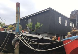 Spacious Houseboat For Completion