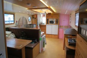 Piper Canal barge LIVE ABROAD - Looking Aft