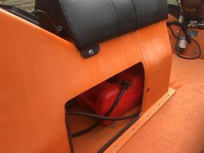 25l fueltank below seat console