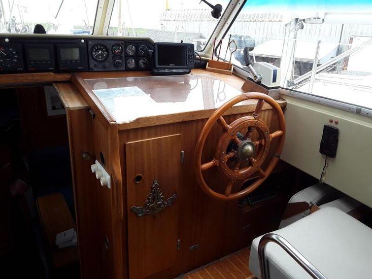 1985 LM 30