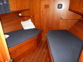 Dutch Steel Cruiser fly bridge - Forward Cabin