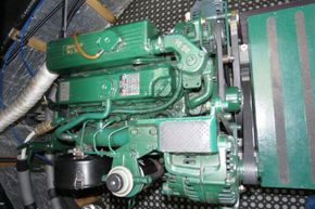 Piper Canal barge LIVE ABROAD - Engine