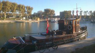 liveaboard traveling tug