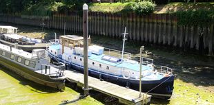 stunning barge on residential mooring