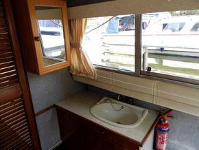 Rear Cabin - Handbasin