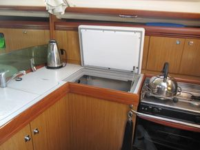 Sun odyssey 36i galley & fridge freezer