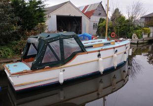 24ft. CLASSIC WILSON MOTOR CRUISER - excellent example