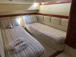 Port twin cabin