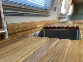 Solid oak, 40mm worktops