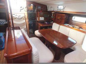 Beneteau 505  - Saloon Table