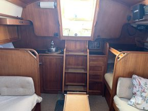 LM Mermaid 315 - Saloon looking aft