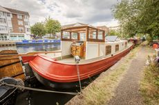 Dutch barge with mooring London zone 2