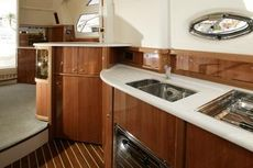 Sealine F42/5 Galley