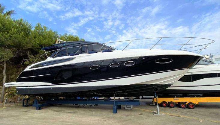 2017 Princess V48 with Seakeeper Gyro